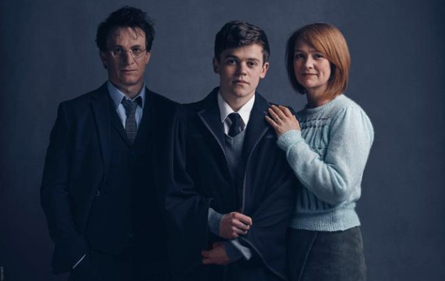 """Seri Terakhir Hary Potter """"Harry Potter And The Cursed Child"""""""